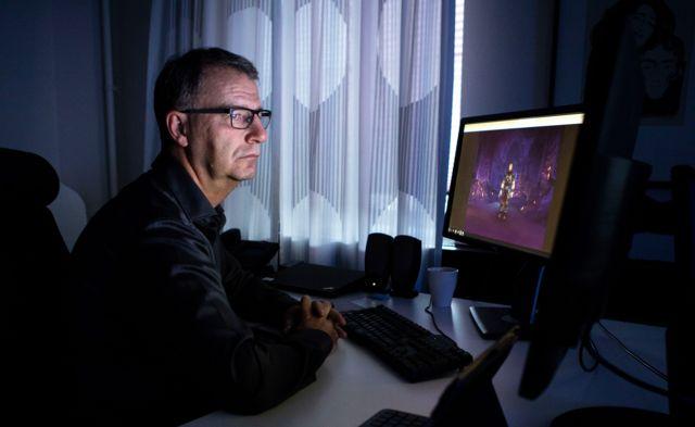 Роберт смотрит World of Warcraft