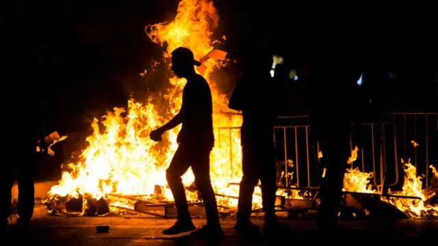 اشتباكات بين الفلسطينيين والشرطة الإسرائيلية