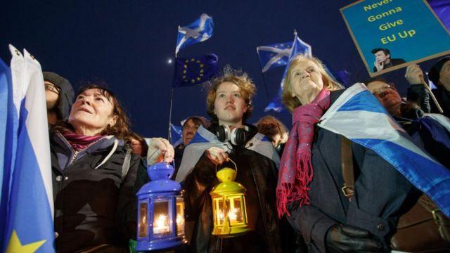 Шествие против брексита в Эдинбурге