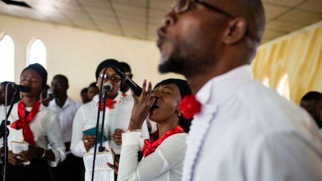 De nombreuses pratiques religieuses impliquent de chanter.