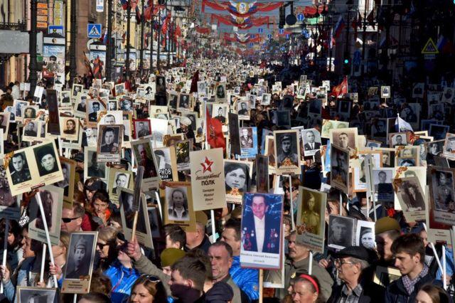 La marcha del Regimiento Inmortal en San Petesburgo