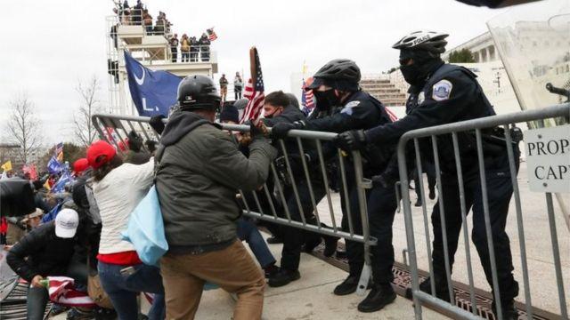 Enfrentamiento con policías en el Capitolio