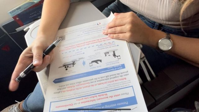 Documentos a rellenar en el avión.
