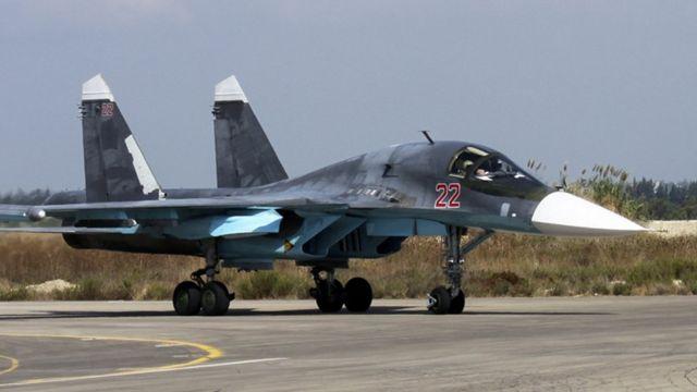 シリアの空軍基地に駐機したロシアの「SU-34」爆撃機(今月6日)