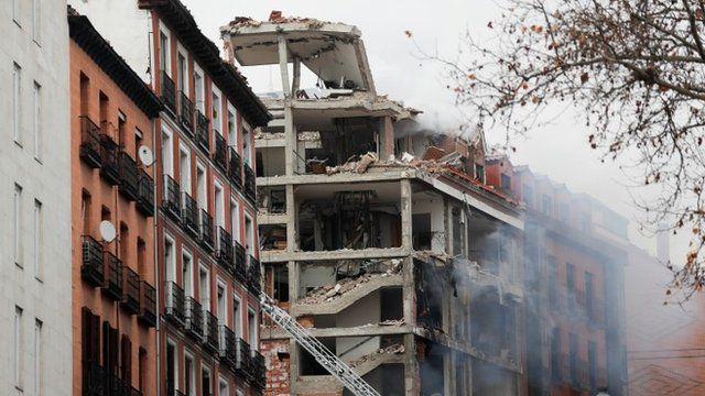 Fuerte explosión derrumba parte de un edificio en Madrid