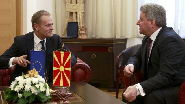 European Council President Donald Tusk, left, talks to Macedonian President Gjorge Ivanov in Skopje, Macedonia. 2 March 2016