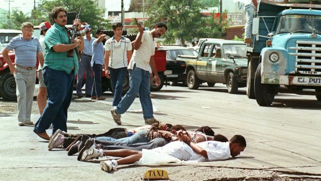 Wafuasi wa jenerali Noriega walikamatwa tarehe 25 Disemba 1989.