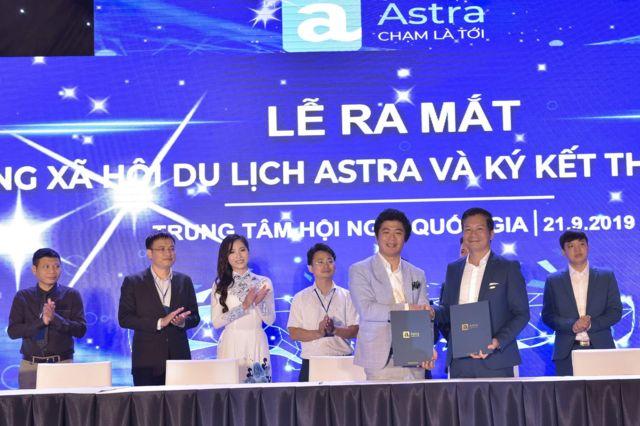 Lễ ký kết đầu tư và ra mắt Dự án Mạng xã hội Astra hôm 21/9 tại SVĐ Mỹ Đình, Hà Nội.