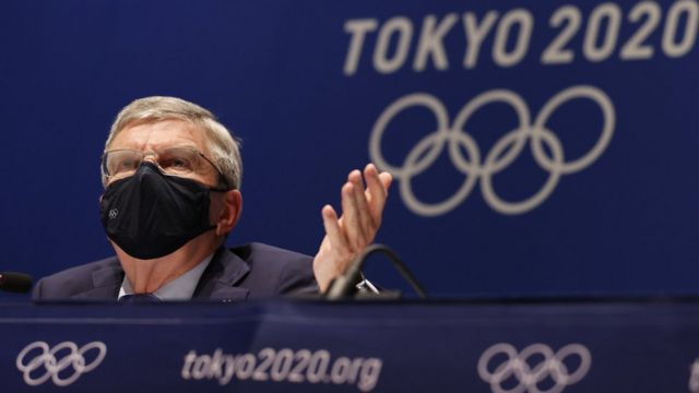 Thomas Bach speaking at a news conference