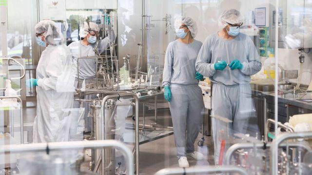 Лаборатория Dermapharm в Германии, где производят вакцину Pfizer/BioNTech