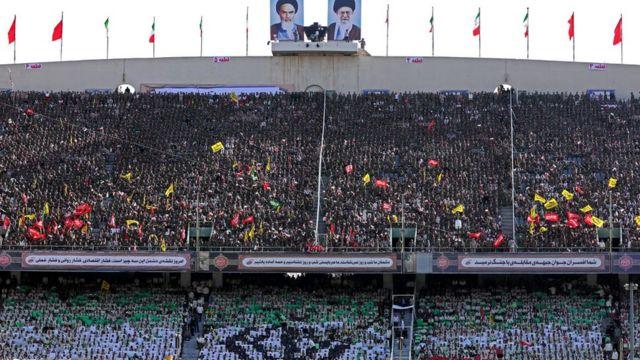 بسیجیان در استادیوم آزادی