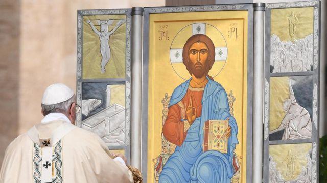 Папа Франциск призвал верующих не забывать о судьбе мигрантов и обездоленных