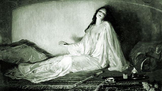 Mujer despertando de un viaje de opio