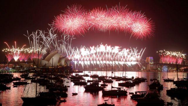 الألعاب النارية عشية السنة الجديدة في سيدني