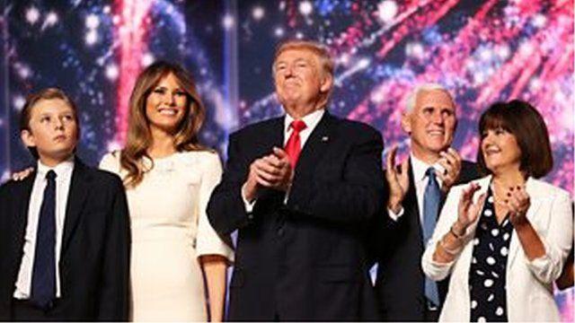 共和党候補指名を獲得したトランプ(中央)と副大統領候補のマイク・ペンス(右)
