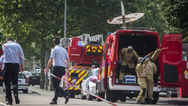 A bomb squad arrives at the scene following a shooting in Liege, Belgium, 29 May 2018
