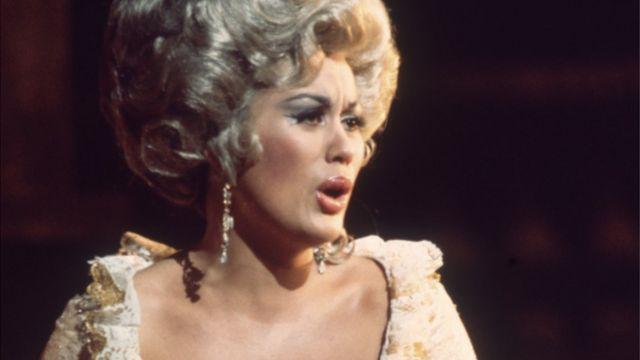 1972年のコベントガーデンの「フィガロの結婚」公演で伯爵夫人を歌うテ・カナワさん