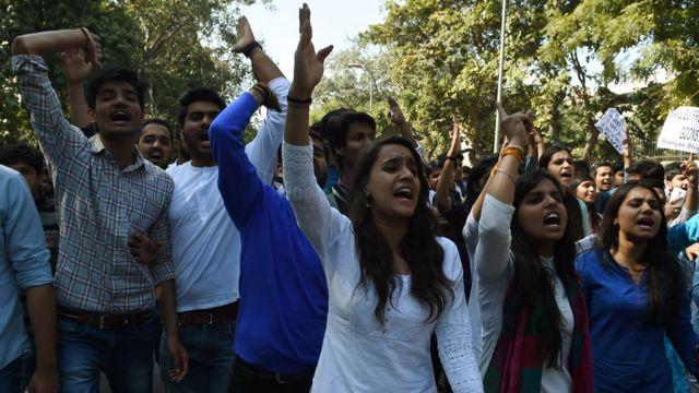 दिल्ली में अखिल भारतीय विद्यार्थी परिषद के छात्रों का प्रदर्शन