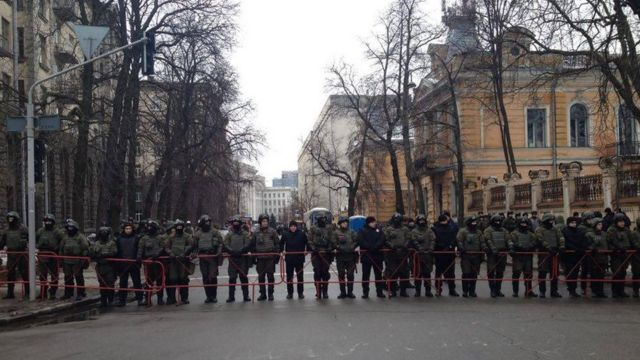Возле Администрации президента усилили охрану