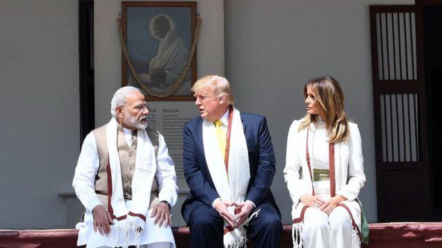 भारत दौरे पर आए डॉनल्ड ट्रंप साबरमती आश्रम में
