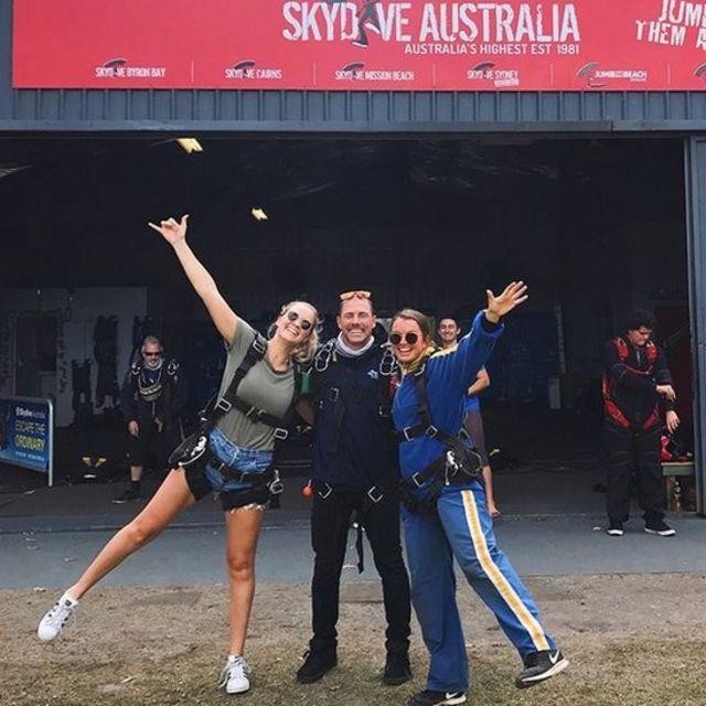 Emma Carey com amigos