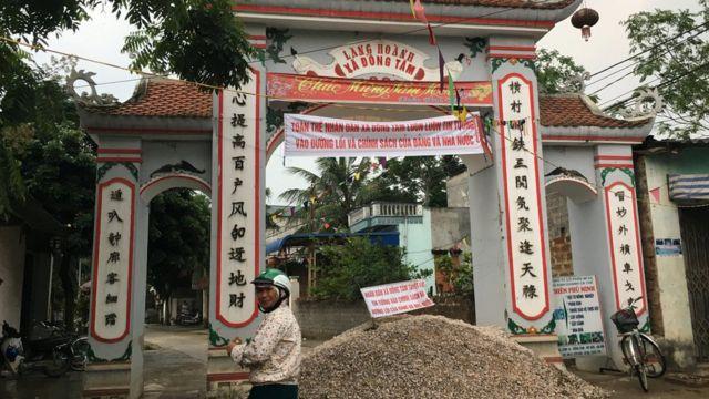 Cổng làng Hoành