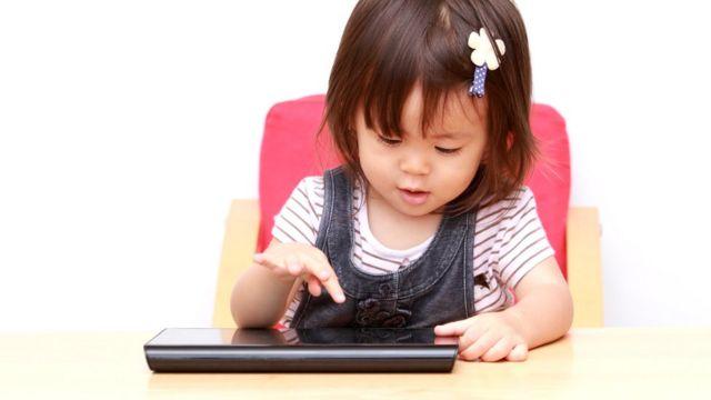 Не исключено, что активное использование технологических новинок с раннего возраста помогает развитию нашего интеллекта