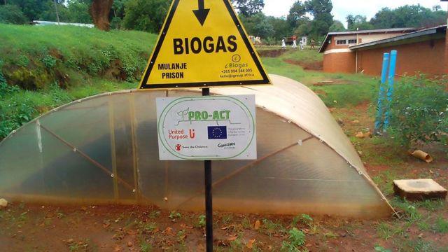 Placa escrito biogás