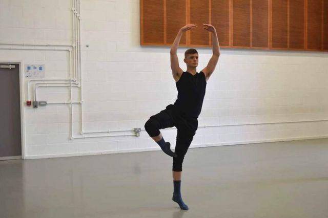 Alex Smith dancing