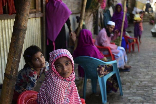 アムネスティは、少なくとも2万7000人がバングラデシュに避難したとみている(写真は、先月26日に撮影されたバングラデシュ側にあるロヒンギャ難民キャンプ)
