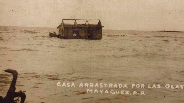 Casa arrastrada por las olas en Mayagüez, 1918.