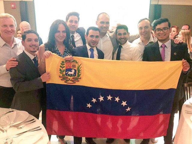 Eduardo Bolsonaro com membros do Rumbo Libertad