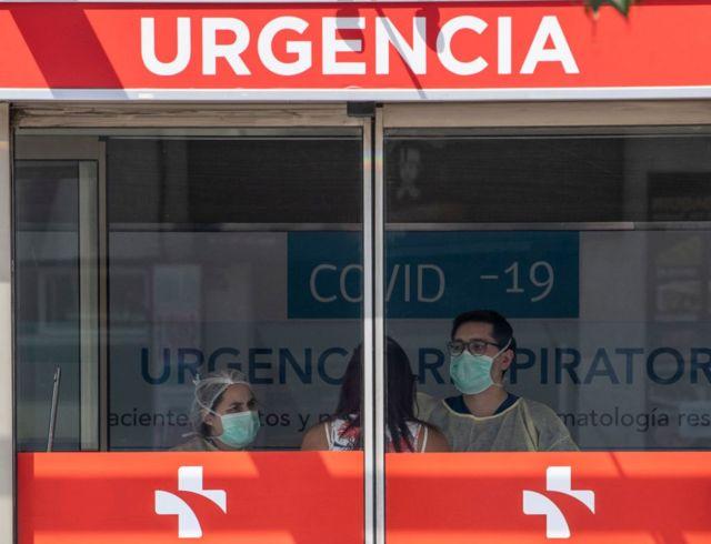 Hospital en Santiago, Chile, recibe a pacientes de covid-19