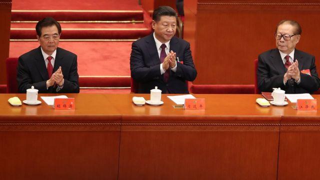 胡锦涛、习近平和江泽民(从左至右)