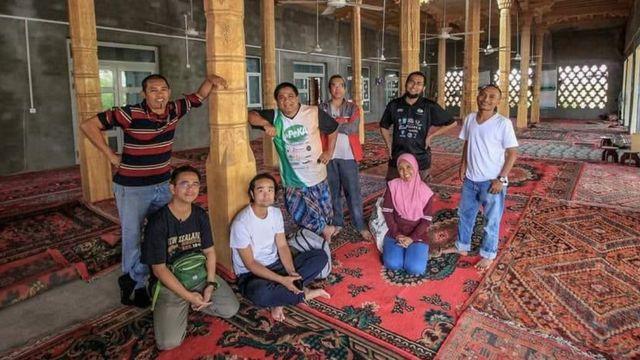 Perjalanan turis Malaysia ke Xinjiang dan mencari masjid untuk salat.