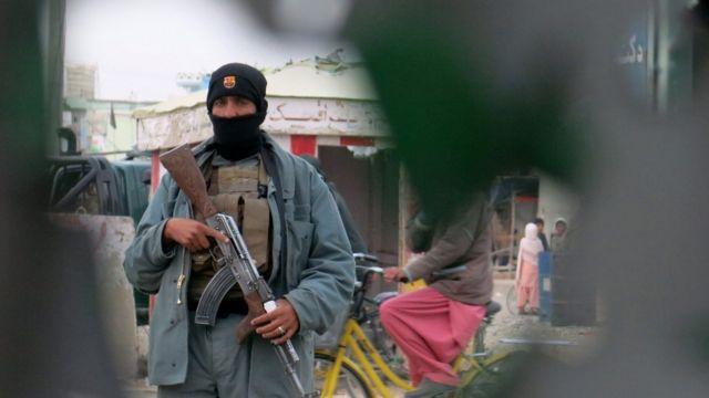 カンダハルでは同日、警察署も襲撃されている