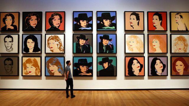 Imágenes de una reciente exposición en el Ashmolean Museum en Oxford, Inglaterra, de obras no conocidas de Andy Warhol.