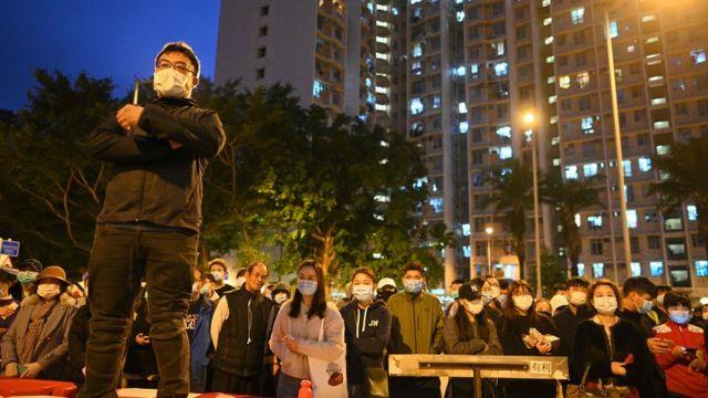 新型冠狀病毒疫情爆發後,香港政府先後建議徵用不同地區的設施,隔離可能受感染的人,引發多次示威。