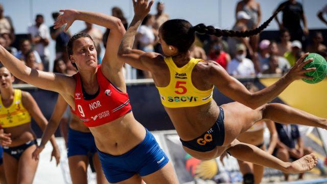 Noruega frente a España en el Campeonato Europeo de Balonmano de Playa