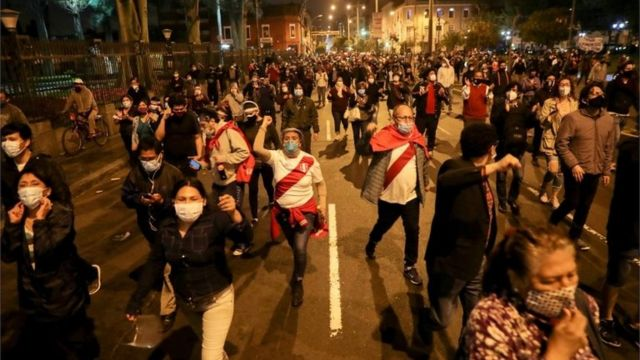 Manifestantes en Lima.