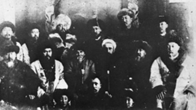 Оренбург аймагына айдалгандар. Сүрөт Оренбург шаарында 1929-30-жылдарда тартылган.