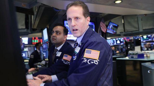 Inversores en bolsa de Wall Street
