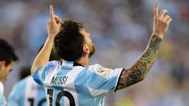 Lionel Messi celebra