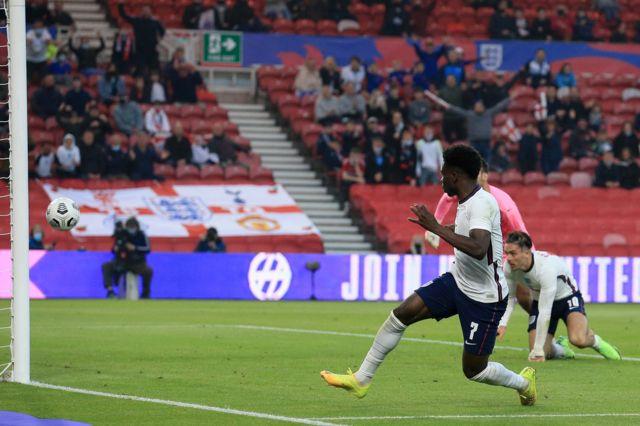 Bukayo Saka scores for England against Austria