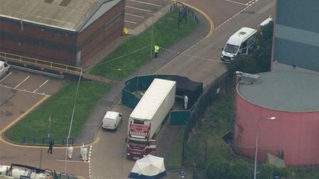 Vista aérea de camiones en la Avenida Eastern, Essex.