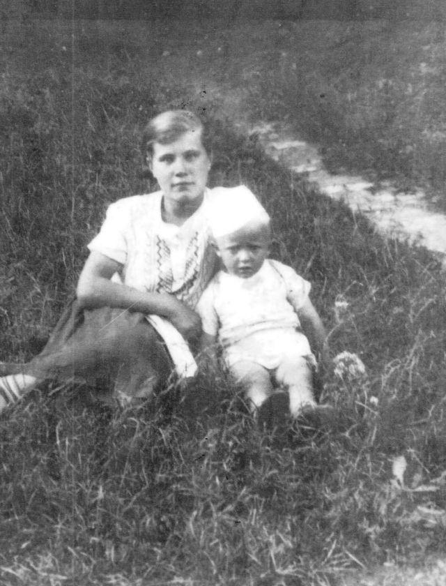 Кристина с двоюродным братом в 1938