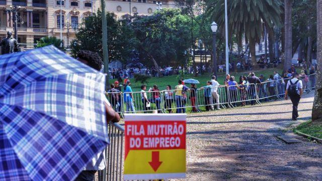 Fila de mutirão do emprego em São Paulo em setembro de 2019