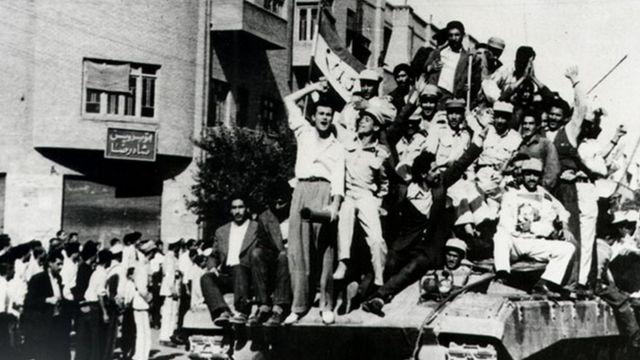 هواداران سلطنت واقعه ۲۸ مرداد را نه یک کودتا بلکه یک رستاخیز ملی میدانند که آمریکا نقش مهمی در آن نداشت