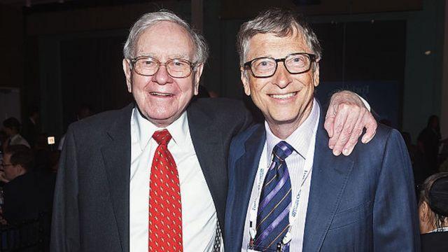 """Warren Buffett: cómo funciona """"la filosofía al revés"""" del multimillonario,  según Bill Gates - BBC News Mundo"""