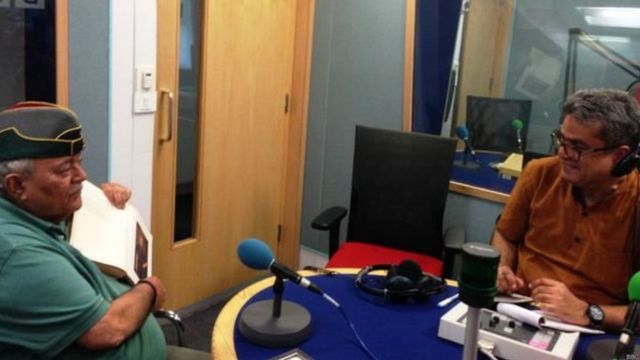 जनरल अजय सिंह बीबीसी स्टूडियो में रेहान फ़ज़ल के साथ